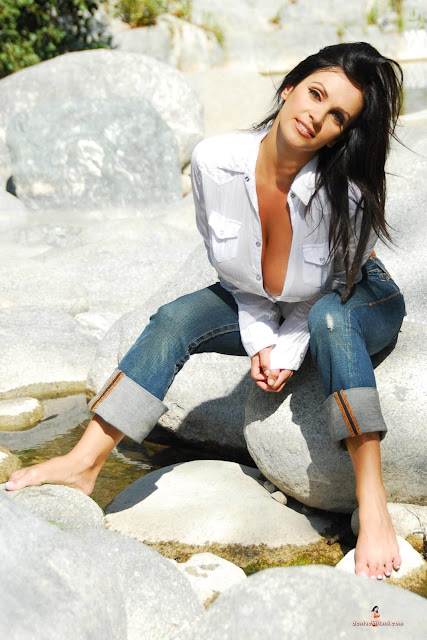hot-sexy-Denise-Milani-Bear-Creek-picture-20