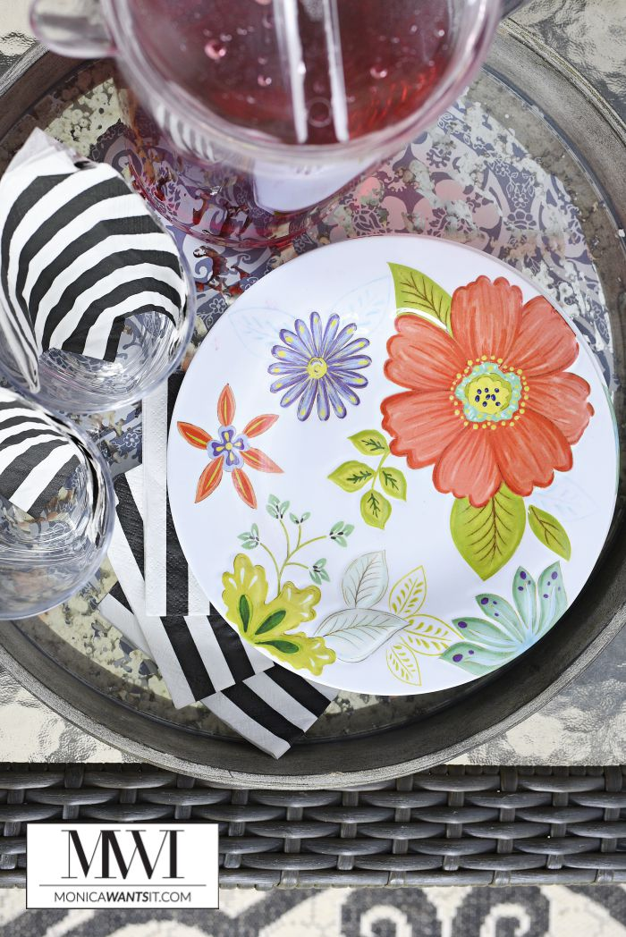 Melamine dinnerware is the perfect choice for outdoor entertaining, especially when it's colorful.