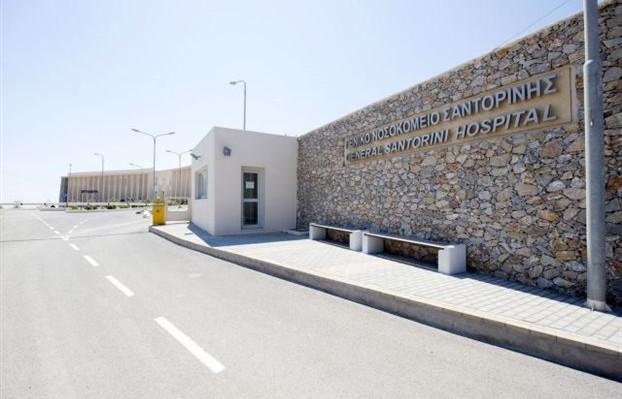 Ένα ασθενοφόρο για εκατομμύρια τουρίστες στη Σαντορίνη και οι διασώστες δίνουν οδηγίες στους πολίτες