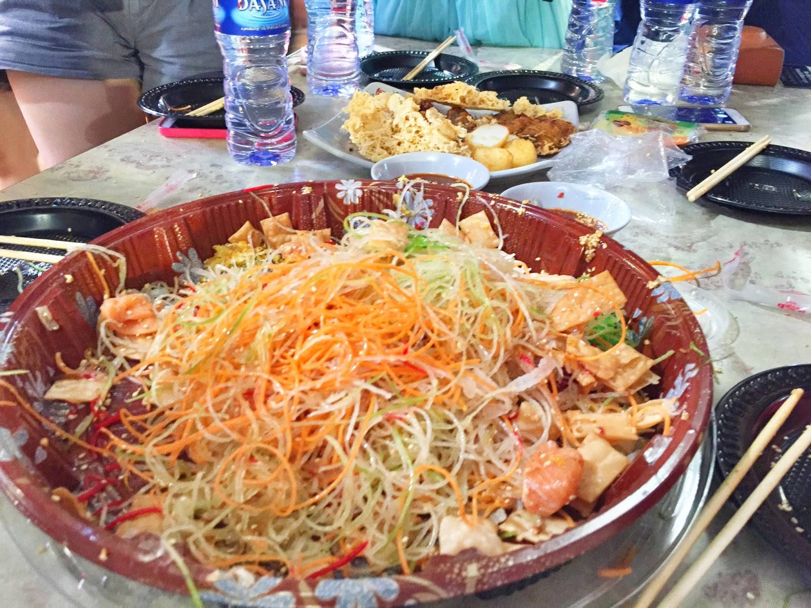 Yu Sheng at Chinatown Food Street messy