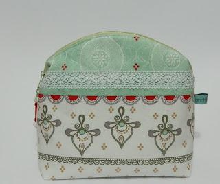 http://de.dawanda.com/product/99612515-kulturbeutel-kulturtasche