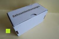 Verpackung Seite: Probe Bambus-Polyester Premium Zahnseide gewachst mit Aktivkohle versetzt, ohne Aroma, ohne Fluorid, Vegan, Schützt vor Zahnfleischentzündungen (Zahnseidenkampagne)