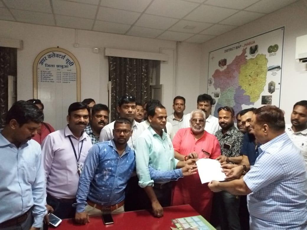 Jhabua News- कमलनाथ सरकार द्वारा विधानसभा मे पत्रकारो के कवरेज पर प्रतिबंध का विरोध