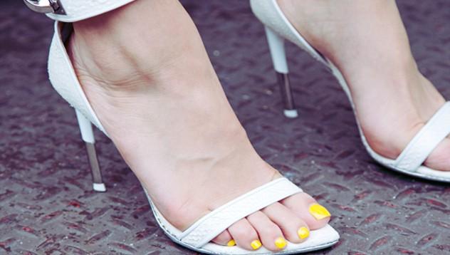e129f357f1 Todas las marcas tienen zapatos de este color en sus colecciones  Spring-Summer (Primavera-Verano) 2012.Los modelos son muy variados,desde  bailarinas ...