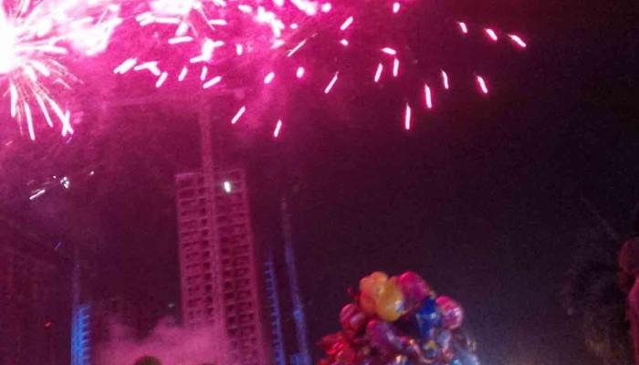 KEREN!! Inilah Kemeriahan Pesta Kembang Api Terbesar Hiasi Malam Tahun Baru Di Langit Kota Depok