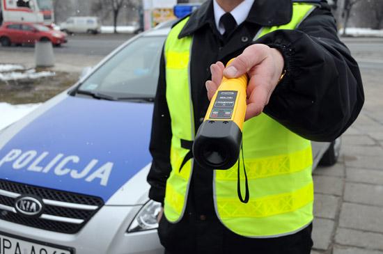 """zdjęcie: policja/Straciłeś prawo jazdy za kierowanie na """"podwójnym gazie"""" - możesz prowadzić samochody z blokadą alkoholową"""