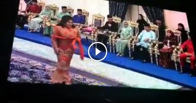 VIDEO: Rosmah MALU BESAR ! Kena Boooo Di Majlis Persandingan Tunku Tun Aminah