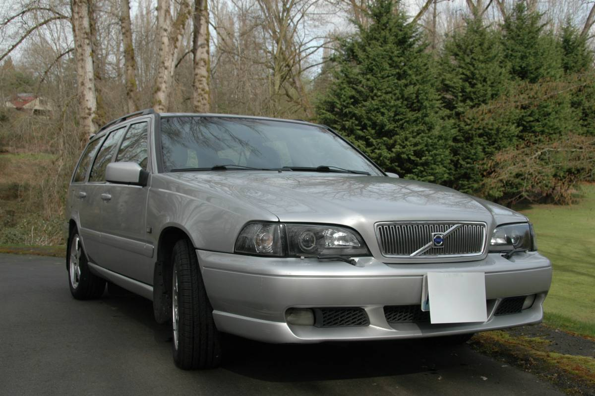 Daily Turismo: Seller Submission: 2000 Volvo V70R Sport Wagon