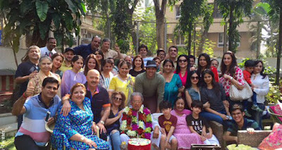 hrithik-celebrates-his-grandfathers-birthday-with-family