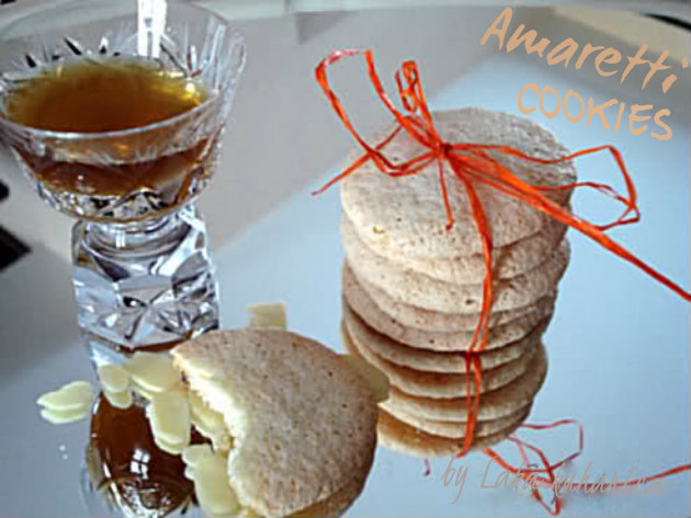 Amaretti cookies by Laka kuharica: Italian biscuits crisp on the outside and slightly chewy inside.
