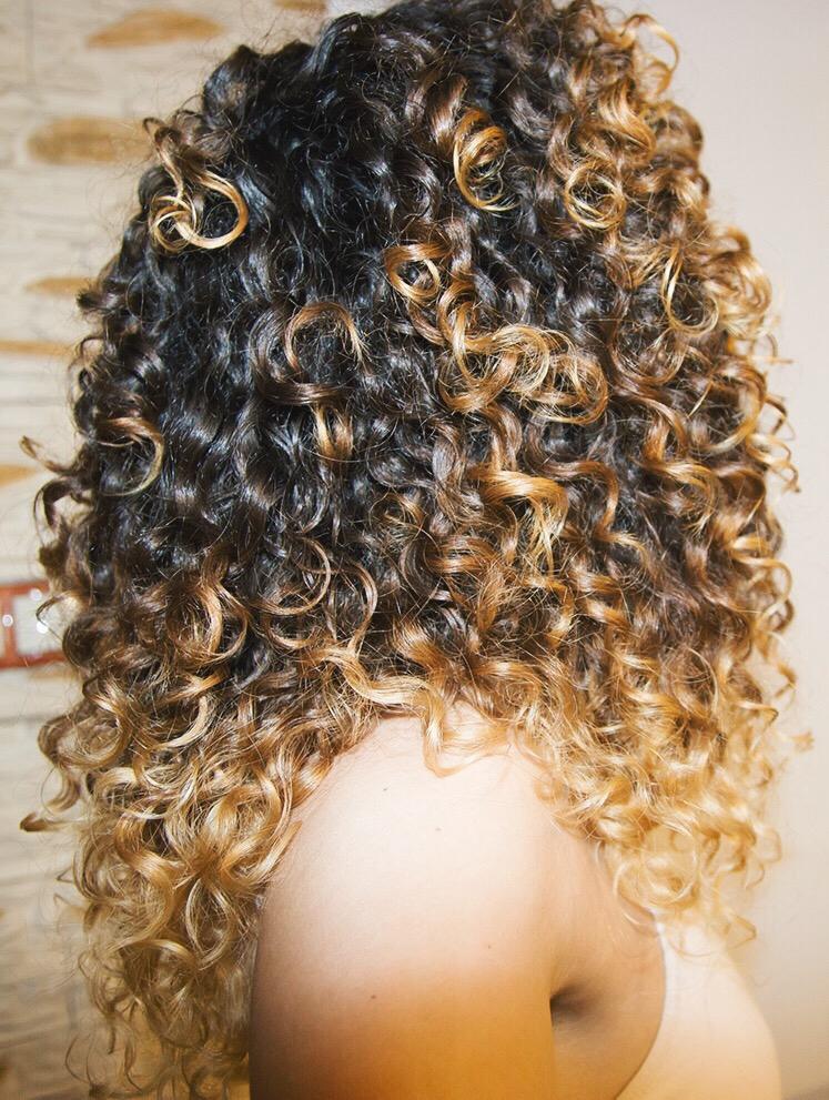 Aktualizacja włosowa kręcone włosy