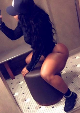 Guys, is this too much thighs on a woman or you men like this? (Photos)