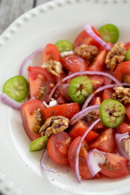 Salade de tomates  au sumac et à la mélasse de grenade