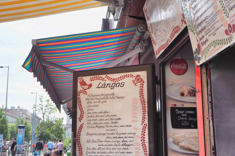 Stand de langos, Rétro Langos Büfé, street food hongroise