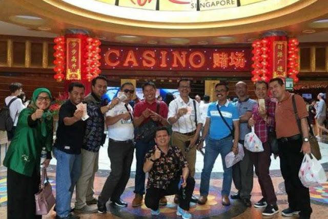 Lagi  Viral, Foto Anggota DPRD Pegang Uang Dollar di Depan Kasino di Singapura