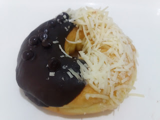 donat coklat keju, donat isi coklat keju, donat isi coklat keju lumer, donat topping coklat keju,donat topping
