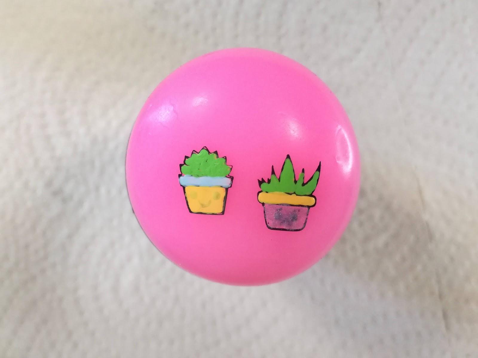 pokolorowane kaktusy