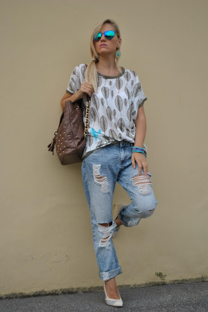 jeans strappati e tshirt felicia magno come abbinare i jeans strappati how to wear ripped jeans  outfit luglio 2016 outfit estivi blogger style outfit estivi blogger mariafelicia magno fashion blogger colorblock by felym web influencer summer outfits july outfits