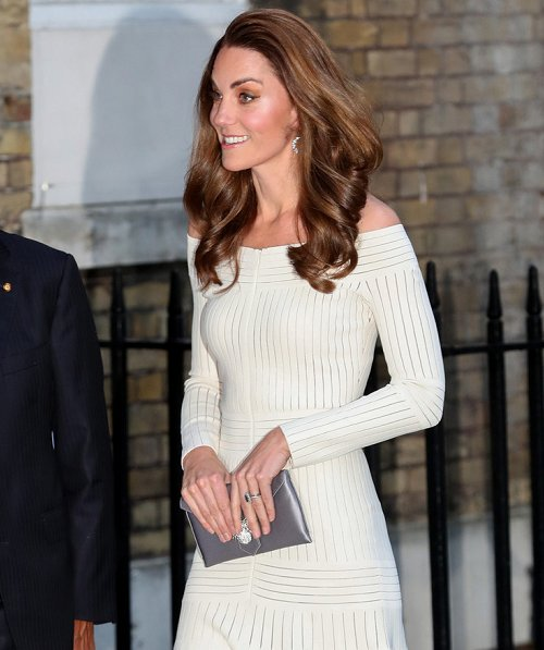 Kate Middleton w ore Barbara Casasola Off-the-shoulder mesh-paneled stretch-jersey dress and immy Choo Romy silver and dusk pumps