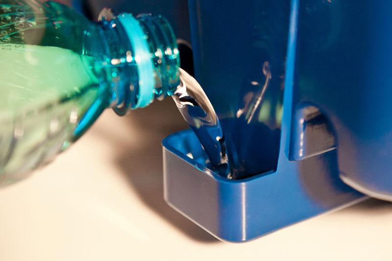 Rabbocco acqua da vaschetta accessibile da esterno
