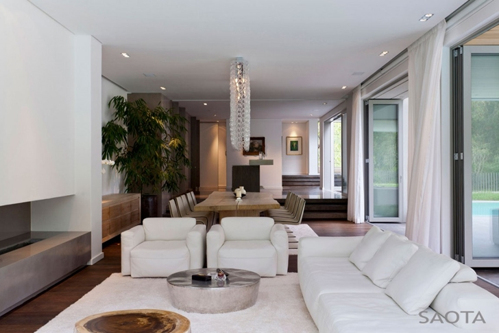 Living room in Contemporary Villa by SAOTA