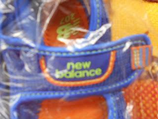 ニューバランス サンダル ロゴ 青 黄色