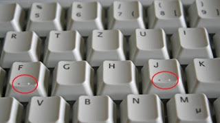 tonjolan kecil huruf F dan J pada keyboard