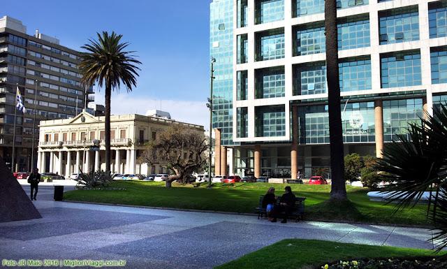 Praça Independência e sedes da Presidência do Uruguai