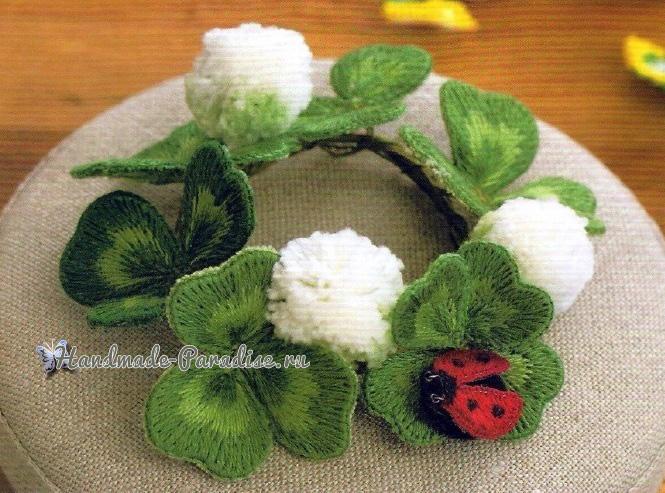 Цветущий клевер и божья коровка объемной вышивкой гладью (4)