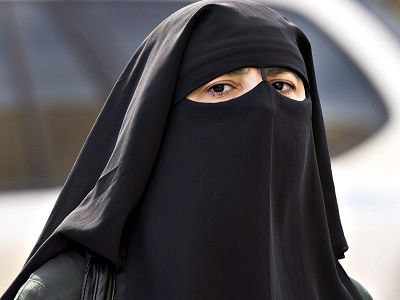 Apa Itu Niqab, Serta Perbedaannya Dengan Hijab, Burka, Cadar Juga Khimar