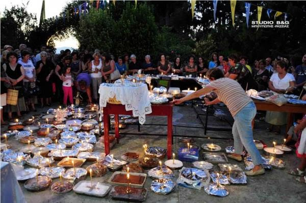 More than 600 Fanouropita blessed at the monastery of Saints Adrian and Natalia, Argos 27 August 2011 Photo : Studio B&G