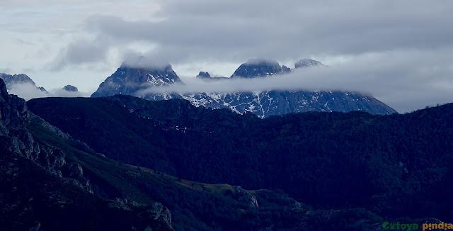 vistas hacia el macizo central de Picos de Europa