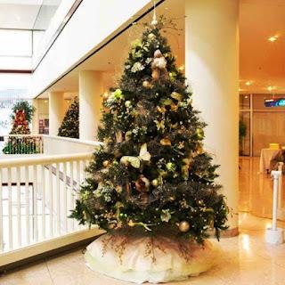 Contoh Dekorasi Pohon Natal di Dalam Rumah