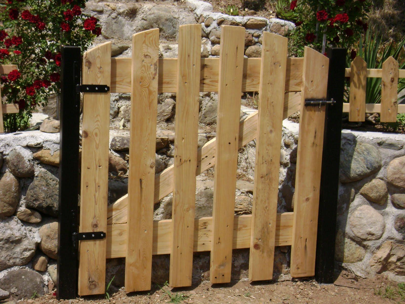 Estremamente cancelletti di legno ok25 pineglen for Cancelli di legno per giardino