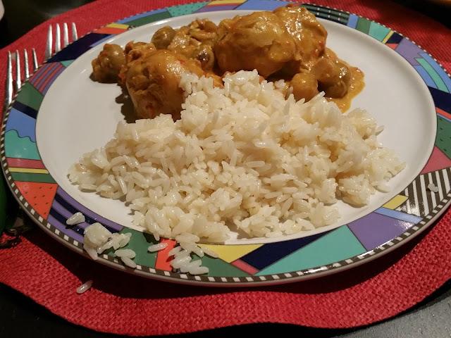 Caril de frango e arroz branco