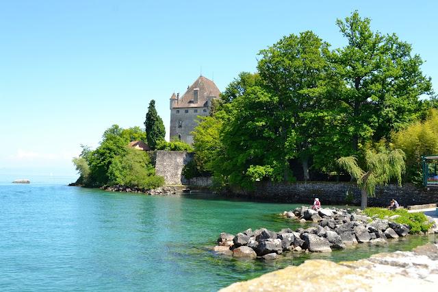 castillo medieval yvoire francia a golpe de objetivo