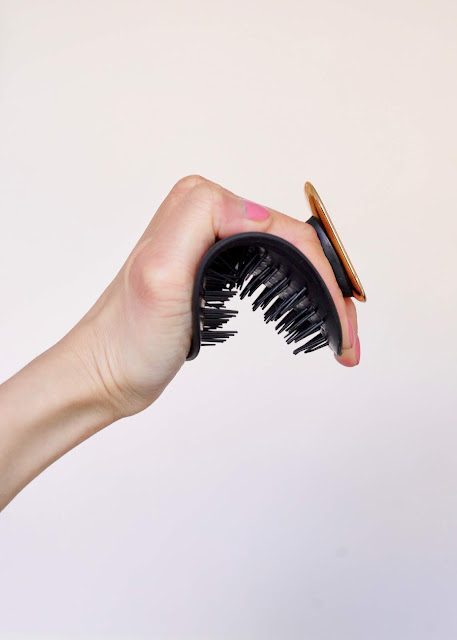 Manta hair brush