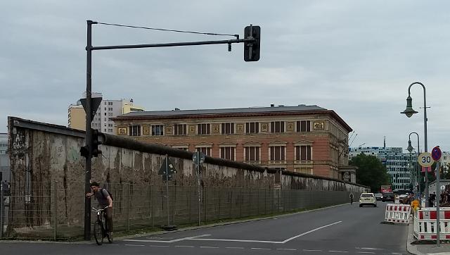 El mur contundent