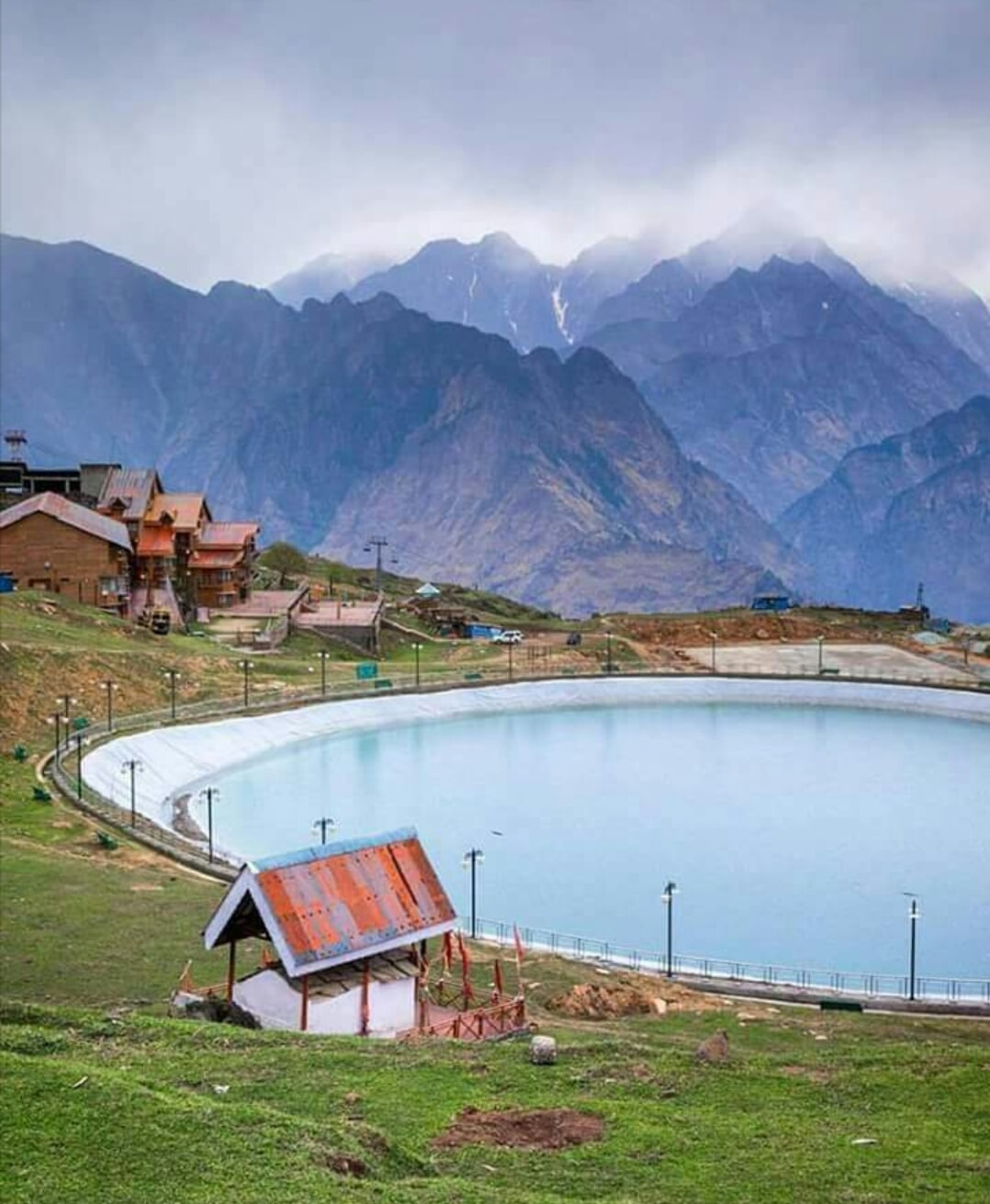 भारत की ये 14 जगहों पर लें गर्मियों की छुट्टियों का मजा, हर साल आते हे लाखो लोग
