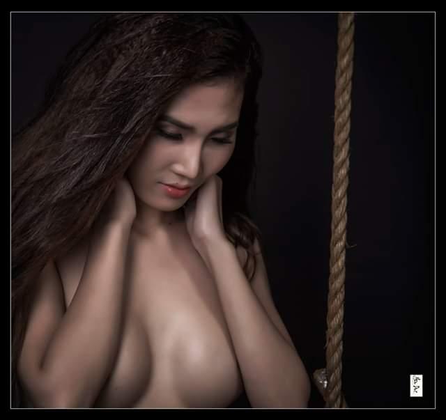 Mẫu nude moon love và sợi dây dây