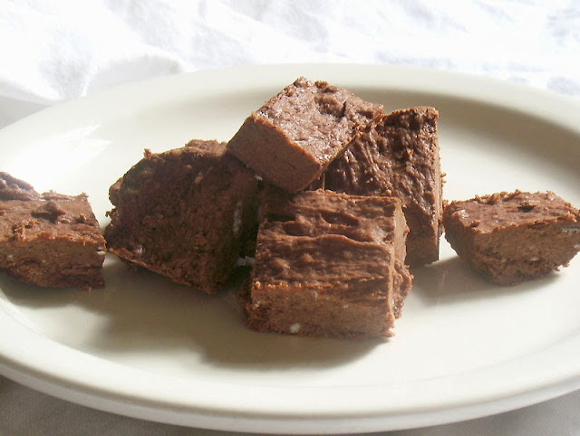 No-Bake Coconut Oil Fudge