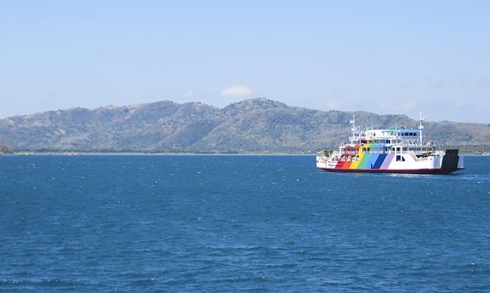 Aktivitas Penyeberangan di Selat Lombok