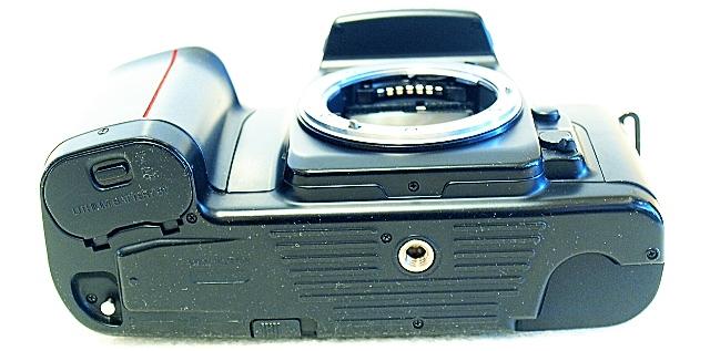 Nikon F-601, Bottom