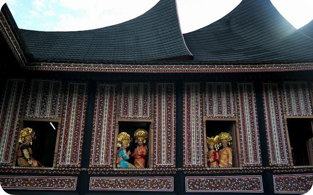 Gadis+Minangkabau+Pakaian+Adat+Khas+Minang