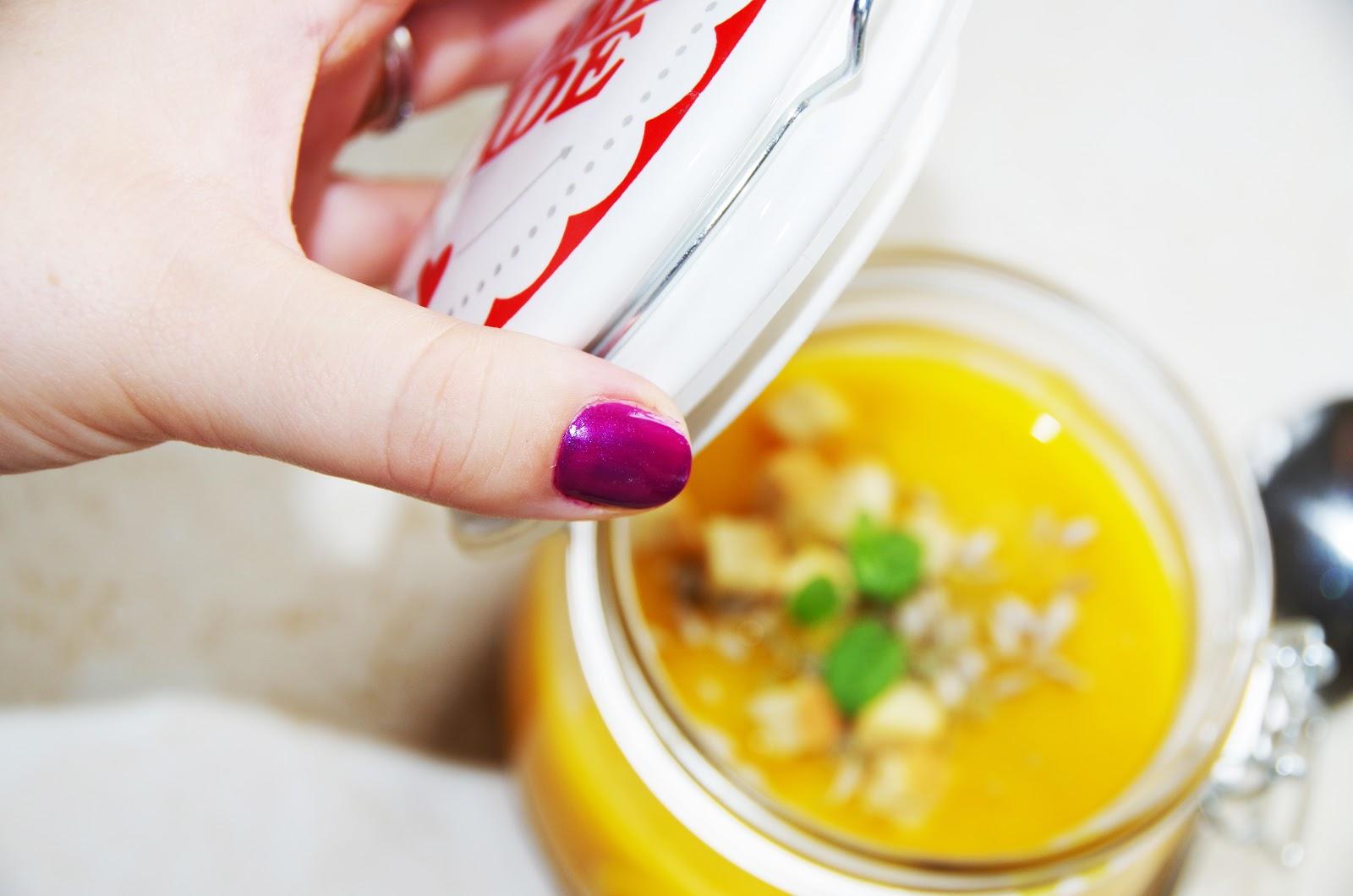 Zupa dyniowa z mleczkiem kokosowym.