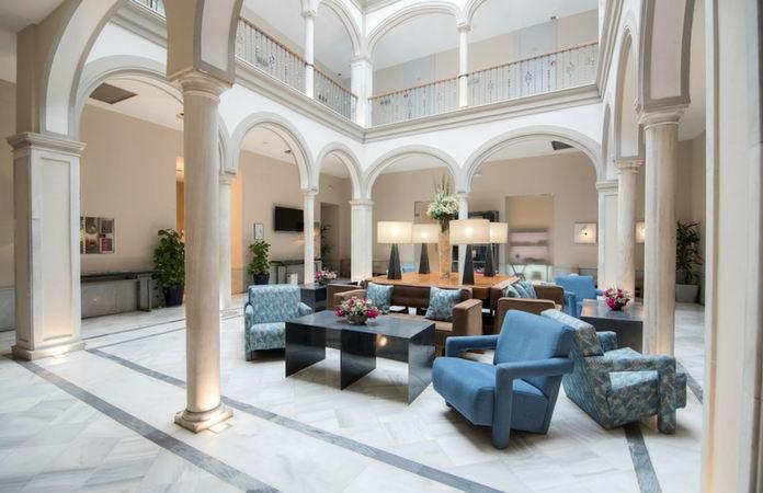 Patio interior del Hotel Petit Palace Marqués de Santa Ana