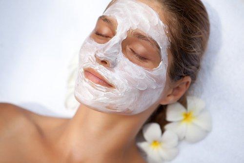 Les secrets de l'aspirine pour embellir la peau du visage
