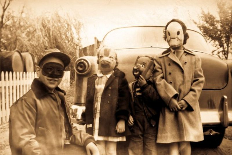 Car Boy Wallpaper A Collection Of 26 Nightmarish Vintage Halloween Photos