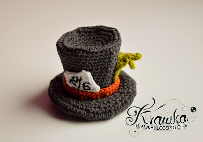 http://krawka.blogspot.com/2015/03/mad-hatters-little-hat-by-crazy.html