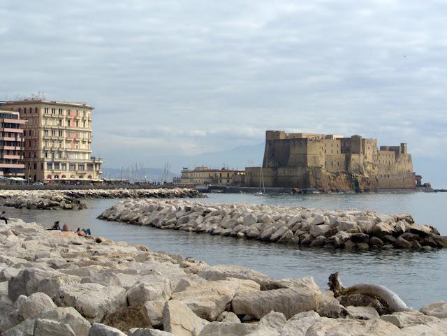 zamek w Neapolu, który warto zobaczyć? zwiedzanie